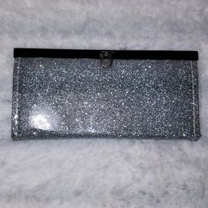 Handbags - 💖Holiday Glitter Look Wallet Silver